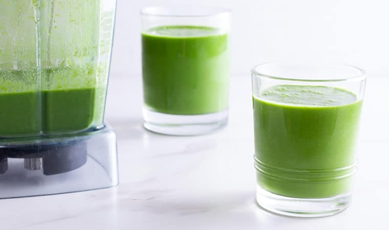 Green Smoothie with Matcha, Pineapple & Spinach